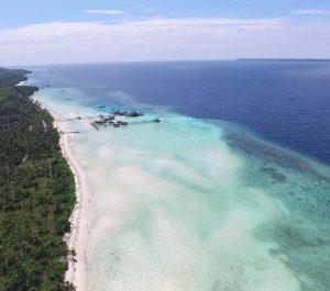Pulau Maratua di Kepulauan Derawan